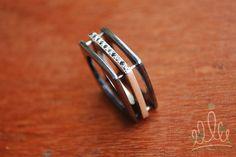 noivas excêntricas apaixonadas por negro! ALIANÇA BLACK SOUL#041 em prata e prata negra com a excentricidade de dez diamantes negros enfileirados. Pura luxúria! #wedding #noiva #weddingjewelry #noiva #detalhe #casamento #joiasespeciais #bride #asjoiasdarainha  #joiasdeautor #designjoias #jewelry #jewelrydesign #fashionjewelry #moda #fashion #exclusive #unique #jewellery #highjewellery #hautejewellery #piezasunicas #creative #joiascriativas #ideias #ideas #feitoamao #handmade #hancrafted…