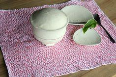 【 SASHIKO FUKIN ☆Hand-stitched cloth 】  ■刺し子マット / hananiwa     ■白いスープボウル¥3,360・小皿(非売品)・スプーン¥702 / いぐさブティック草