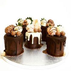 Mini chocolate drip cakes - cake by Shorna's Cake Corner - CakesDecor Small Birthday Cakes, Novelty Birthday Cakes, Double Chocolate Cake, Melting Chocolate, Chocolate Drip Cake Birthday, Mini Cakes Tutorial, Ganache Cake, Small Cake, Drip Cakes