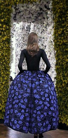 Christian Dior haute couture Fall photographed by Annabel Fernandes. Cashmere Top and silk skirt embroidered by Lesage with Blue roses Dior Haute Couture, Couture Mode, Christian Dior Couture, Dior Fashion, Fashion Moda, Couture Fashion, Fashion Show, Fashion Design, Fashion Women