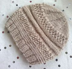 Le bonnet rigolo à faire : on change point tout le temps, et comme le fil est épais, il avance vite…je l'ai terminé en deux heures. Il est bien chaud (le fil contient du poil de chameau...