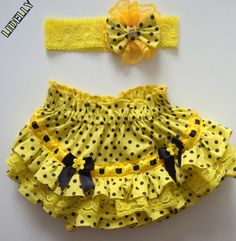 top infantil com calcinha bunda rica ile ilgili görsel sonucu Little Girl Skirts, Little Girl Dresses, Girls Dresses, Baby Bloomers Pattern, Baby Dress Patterns, Toddler Fashion, Kids Fashion, Baby Couture, Baby Sewing