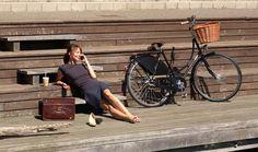 Velorbis Black Leather Skirt Guard.  I am wearing a skirt, love me.  (Bike: Velorbis Victoria Classic)