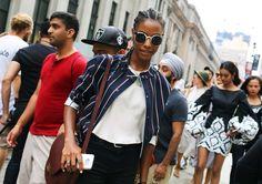 Karly Loyce with a Céline bag. Бомбер, необычные очки и белая футболка.