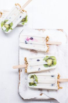 ... Healthy granola yogurt popsicles (#glutenfree , #vegan & refined sugar-free) ...