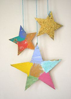 Make glitter star mobiles with cereal box cardboard, wooden beads, and wire. Art Activities For Kids, Preschool Art, Christmas Activities, Christmas Printables, Christmas Family Feud, Kids Christmas, Christmas Crafts, Easy Crafts For Kids, Art For Kids