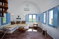 Una preciosa casa en Santorini en blanco y azul
