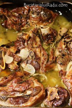 friptura de miel Jacque Pepin, Romanian Food, Polish Recipes, Lamb Recipes, Bacon, Recipies, Food And Drink, Pork, Low Carb