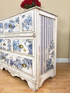 Trends in Furniture – Shabby chic furniture – Home Decor Do It Yourself Decoupage Furniture, Hand Painted Furniture, Refurbished Furniture, Paint Furniture, Unique Furniture, Repurposed Furniture, Shabby Chic Furniture, Furniture Projects, Rustic Furniture