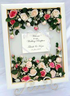 ローズガーデンのように素敵♡バラの香りがしてきそう♪素敵な結婚式♡赤いウェルカムボードです♪レギュラー