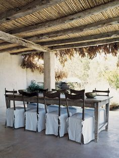 Fashion designer Consuelo Castiglioni and her husband had built a rustic summer house in sunny Formentera, a tiny island off the coast of Spain. The house Outdoor Rooms, Outdoor Dining, Casa Top, Pergola Patio, Pergola Plans, Gazebo, Pergola Designs, Decoration, Apartment Therapy