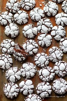 Italian Biscuits, Italian Cookies, Italian Desserts, Mini Desserts, Chocolate Crinkle Cookies, Chocolate Crinkles, Biscotti Cookies, Cake Cookies, Homemade Chocolate