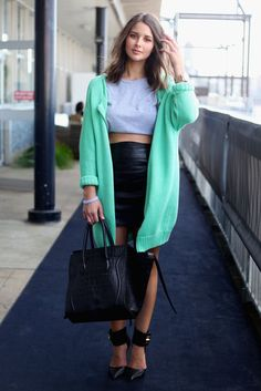 Such a great and ingenuitive combination! The leather skirt and heels edge up an otherwise slouchy ensemble