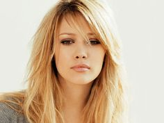 Love Hilary duff and her hair!