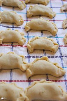 Polish Recipes, Polish Food, Cinnabon, Christmas Cooking, Yule, Food And Drink, Pierogi, Desserts, Dinners