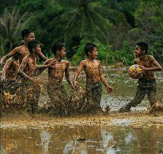 Soccer & children 👶 across the world.