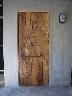 Idea only - wooden plank door Rustic Doors, Wood Doors, Exterior Doors, Interior And Exterior, Door Design, House Design, Casa Loft, Creation Deco, Main Door