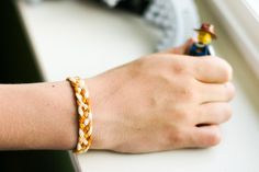 Embroidery Bracelets Ideas Five Stranded Braid Bracelet tutorial using DMC embroidery floss Braided Bracelets, Friendship Bracelets, Five Strand Braids, Embroidery Floss Bracelets, Diy Braids, Idee Diy, Bracelet Tutorial, Diy Bracelet, Strand Bracelet