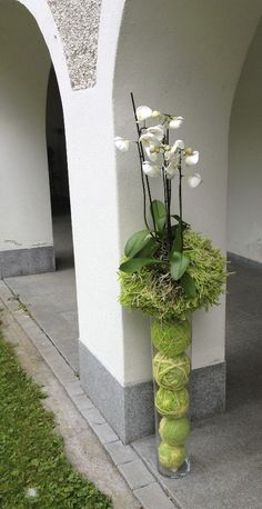 From Design Element website Tropical Floral Arrangements, Church Flower Arrangements, Orchid Arrangements, Church Flowers, Deco Floral, Arte Floral, Different Kinds Of Flowers, Natural Bouquet, Corporate Flowers