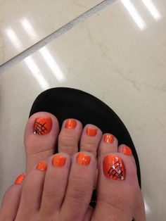 Incredible Halloween Toe Nails - All Fashion Ideas Here! Halloween Toe Nails, Fall Toe Nails, Cute Toe Nails, Halloween Nail Designs, Hot Nails, Easy Halloween, Toe Nail Color, Toe Nail Art, Gel Zehen