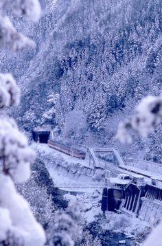 国鉄時代:保津峡雪景色 | 乗り物・交通 > 鉄道・駅の写真 | GANREF