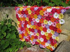 Ravelry: Gerbera Garden Blanket pattern by kuuyu patterns