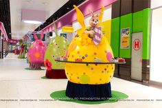 Decorațiunile sunt realizate de echipa Promosfera. Giant Easter Eggs, Fair Grounds, Prom, Fun, Senior Prom, Funny, Hilarious