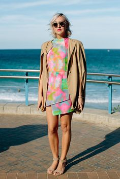 シドニーCoogee Beach, SYDNEY. Cybele Malinowski, photographer. Bianca Spender jacket, Isson sunglasses, Nicholas dress, Midas shoes. 【スライドショー】アジアの街角ファッションスナップ―シドニー、東京など