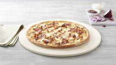 Pizza «CremoZZa BBQ» – Crème fraîche, Mozzarella, Chicken, Bacon, Onions, Barbecue Sauce –Sizes: S - 25cm, M - 30cm, L - 35cm Bbq, Barbecue Sauce, Mozzarella, Creme Fraiche, Onion, Menu, Chicken, Pizza, Barbecue
