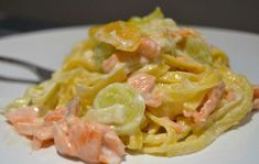 Tagliatelle with Leeks and WW Salmon - Dish and Recipe- Tagliatelles aux Poireaux et au Saumon WW – Plat et Recette WW Leek and Salmon Tagliatelle, recipe for a good pasta dish with creamy leek and smoked salmon sauce, easy and simple to cook. Cooking Recipes For Dinner, Vegetarian Pasta Recipes, Easy Pasta Recipes, Easy Healthy Recipes, Healthy Cooking, Mexican Food Recipes, Healthy Meals, Healthy Food, Ethnic Recipes