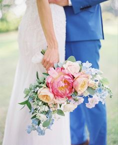 White Wedding Flowers, All Flowers, Amazing Flowers, Wedding Colors, Blush Peonies, Peonies Bouquet, White Peonies, Where To Buy Peonies, Peonies Delivery