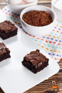 Brownie super fácil - confira o passo a passo em vídeo Brownies, Learn To Cook, Cookies, Desserts, Chocolates, Diva, Learning, Delicious Desserts, Chip Cookies