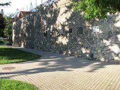 Tapolcai Pantheon (Emlékek fala) (Tapolca) http://www.turabazis.hu/latnivalok_ismerteto_1755 #latnivalo #tapolca #turabazis #hungary #magyarorszag #travel #tura #turista #kirandulas