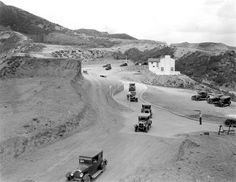 Mulholland Highway curving around Beachwood Canyon, Hollywoodland, Los Angeles, circa California History, Vintage California, California Dreamin', Hollywood California, Old Pictures, Old Photos, Vintage Photos, Beachwood Canyon, San Fernando Valley