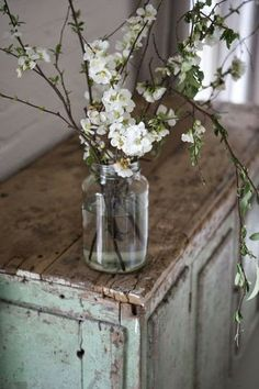 DESDE MY VENTANA: DECORAR CON RAMAS EN FLOR / BLOSSOM DECORATING