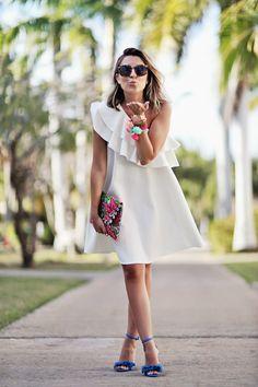 cool Летящее платье с воланом на плечах (50 фото) — Какие бывают модели?