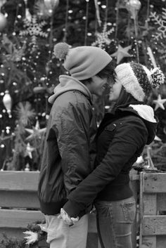adorable <3 Maybe someone will look at me like  that one day :,)