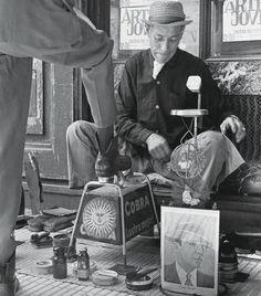 Shoeshine on the corner of Florida & Cordoba - Buenos Aires, Antique Photos, Vintage Photos, Old Pictures, Old Photos, Street Photography, Art Photography, Visit Argentina, Eugene Richards, Female Photographers