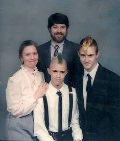 Weird Family Photos, Funny Photos, Strange Family, Photoshop Fails, Awkward Pictures, School Photos, Hair Day, Family Portraits, Photo Sessions
