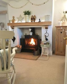 ⭐️Time to get cosy ⭐️ by hugsandhearts_ Cottage Living Room Small, Living Room Modern, Living Room Designs, Living Room Decor, Dining Room, Log Burner Living Room, Living Room With Fireplace, Snug Room, Cosy Room