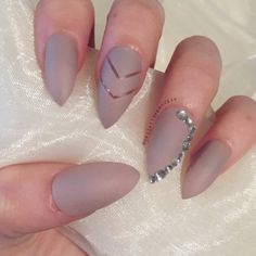 matte-nude-stiletto-false-nails-with