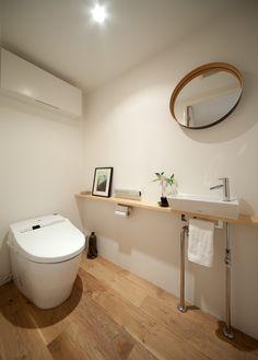 トイレ : 渋谷の小さな住まい  「MyHOME+ vol.27(2012年1月21日発売) 撮影:牛尾幹太」 Beautiful Toilet  Restroom