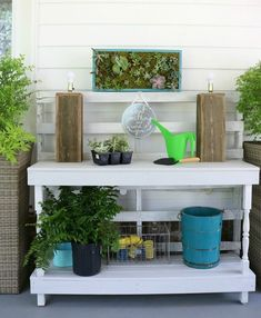 Potting table made from pallets with a vertical succulent garden perfect for the back porch Jardin Vertical Diy, Vertical Succulent Gardens, Vertical Garden Diy, Succulents Garden, Outdoor Potting Bench, Potting Bench Plans, Station D'empotage, Banquettes, Indoor Outdoor