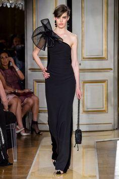 Armani Privé at Couture Fall 2018 - Runway Photos Giorgio Armani, Emporio Armani, Women's Runway Fashion, Fashion Outfits, High Fashion, Dream Dress, I Dress, Armani Gowns, One Shoulder Dress Long