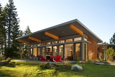 Love Modular Homes? Then here is best Prefab modular home design on Architectures Ideas. Get inspiration for Prefabricated & Modular Homes from here. Modular Home Designs, Modern Modular Homes, Prefab Modular Homes, Modular Home Floor Plans, Prefab Cabins, Prefabricated Houses, Prefab Homes Canada, Contemporary Homes, Small Modern Houses
