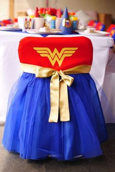 Wonder Woman y Supermán Birthday Party Ideas | Photo 3 of 39