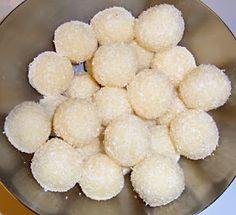 Himmlische Süßigkeiten: Beijinho de Coco (nachgekocht)