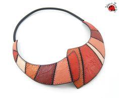 """Collier plastron rouge et corail imitation cuir """"mille et une nuits"""" : Collier…"""