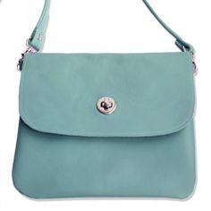 """Die mittelgroße Umhängetasche """"Udine"""" in frischem Mint-Blau besticht durch ihre schlichte Eleganz. Versandkostenfrei bei melovely.de"""