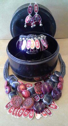 #mazzinidonnalugo #parure #necklace #earrings #bracelet #medals #vintagebuttons #uniquehandmade #doloresesimonettabijoux